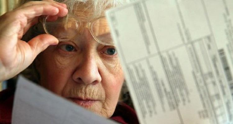 Пенсионеры смогут оплачивать коммуналку по телефону