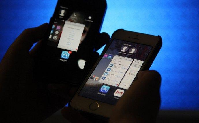 Премьер о законе про чеки в смартфонах: Бабушку на базаре никто трогать не будет