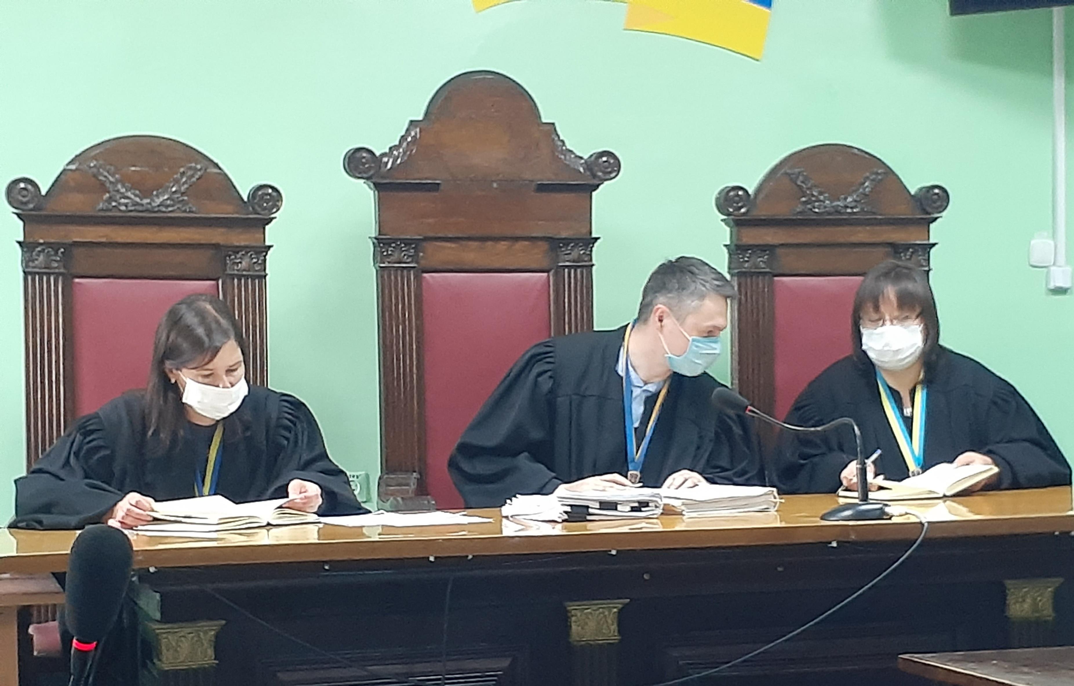 Чернігівський суд не застосував примусовий привід до голови виконкому РПЛ Авер'янова у справі про викрадення Porche Cayenne (ВІДЕО)