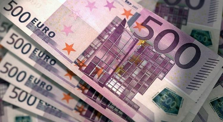 Украинцы в 1 квартале вывели за границу €66,4 млн