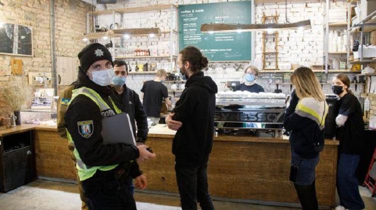 В Киеве в воскресенье составили 44 протокола за нарушения карантина