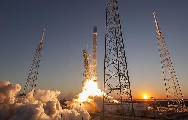 SpaceX запустит в космос спутник для отображения рекламы (фото)