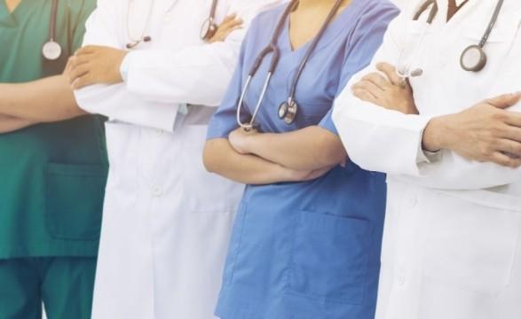 Медикам в конце месяца повысят зарплаты