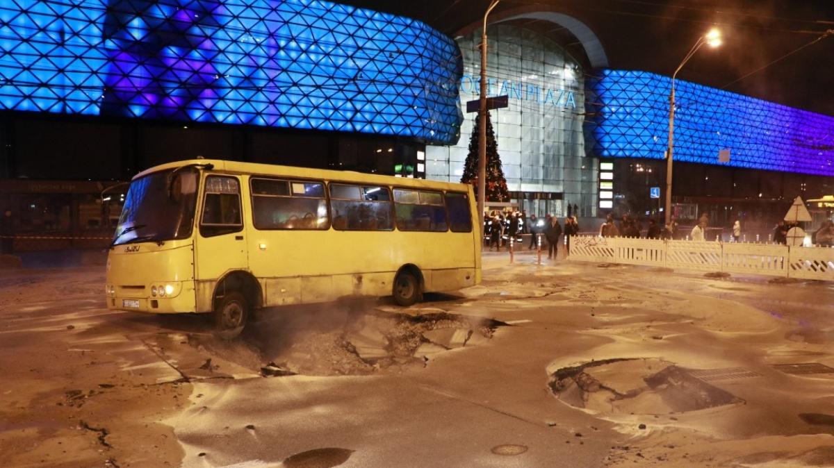 В Киеве полиция открыла фактовое дело из-за аварии теплосети у крупного ТРЦ