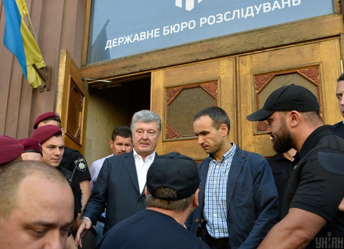 У Порошенко жалуются на слежку за экс-президентом