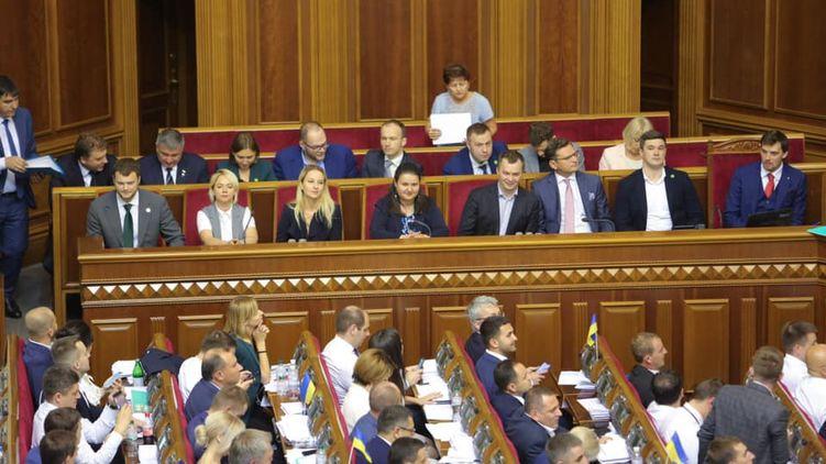 Кабмин признался, сколько министры заработали за три месяца