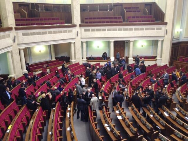 Раде предлагают урезать время обсуждения спорных законопроектов