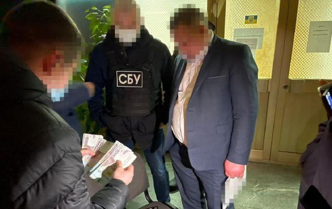 В Житомире чиновник ОГА попался на взятке