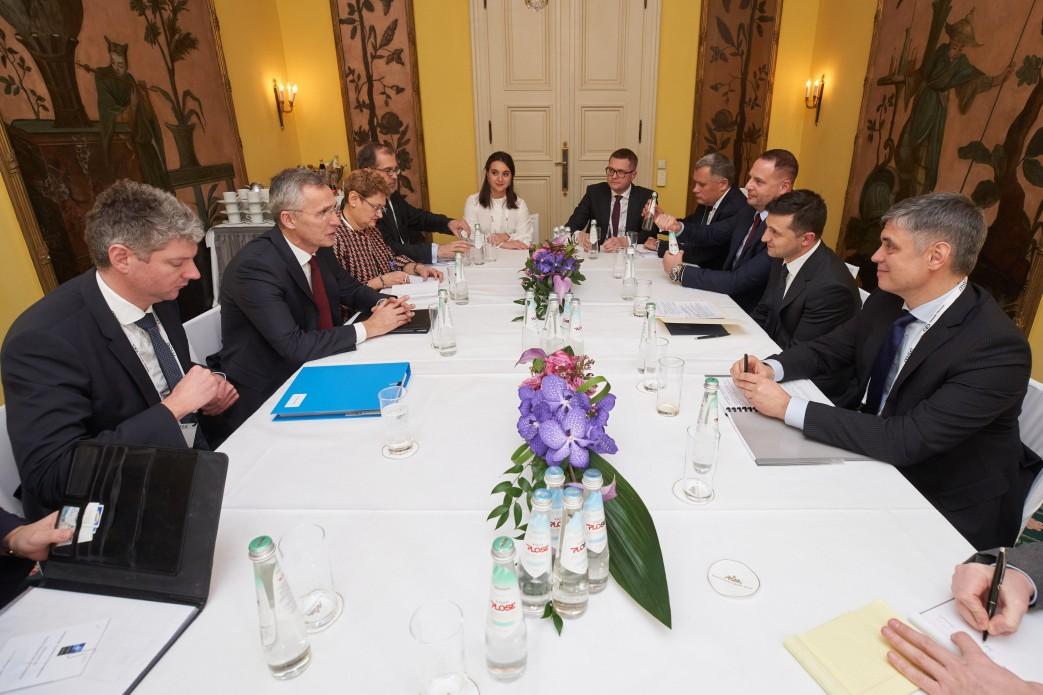 Президент встретился с Генсеком НАТО
