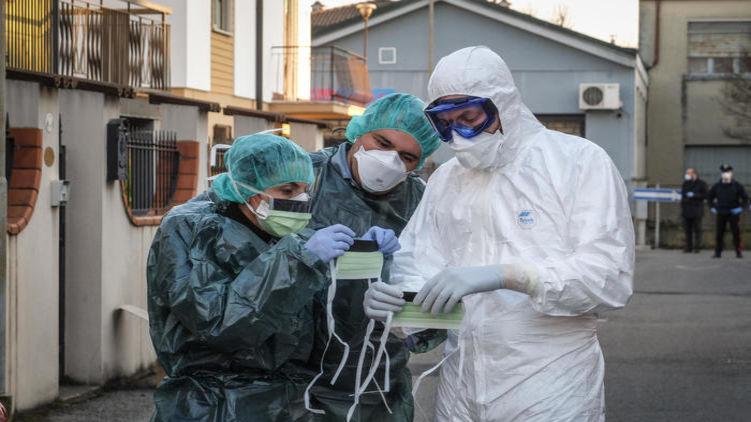 Италия закрыла 12 городов на карантин