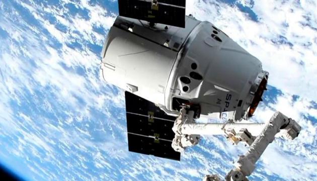 SpaceX вывела в космос грузовой корабль Dragon