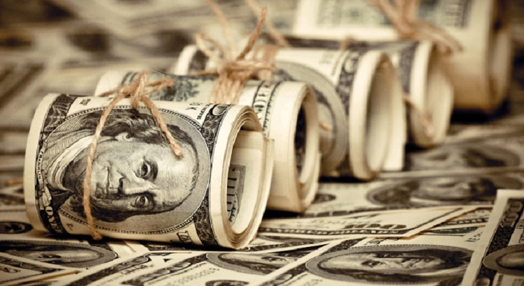Кабмин решил потратить $2,7 млрд от МВФ на соцвыплаты