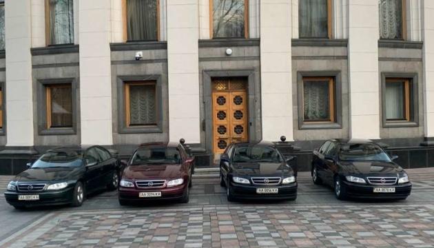 ВР на период карантина передала клиническим больницам Киева четыре автомобиля