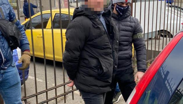 Чиновник филиала Укрзализныци погорел на взятке в 100 тыс. грн