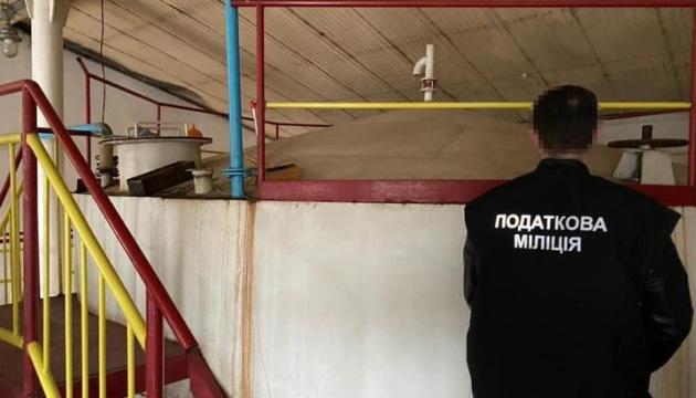 Налоговики обнаружили на неработающем предприятии Укрспирта незаконно изготовленную продукцию