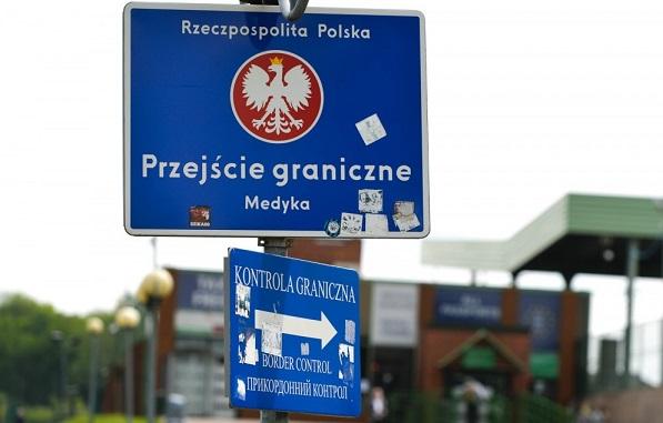 Польша зафиксировала рост поддельных документов на границе с Украиной