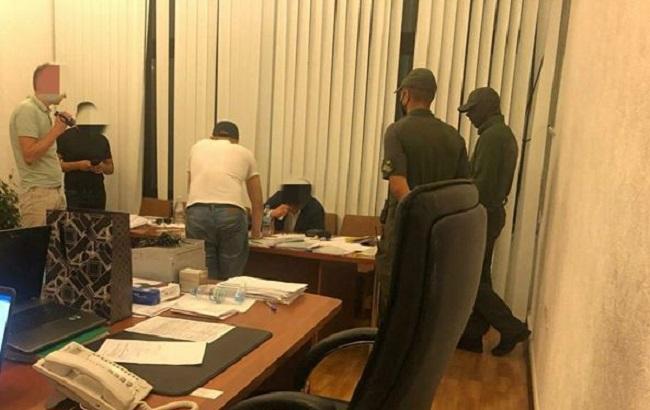 В Харькове на взятке в 1,3 млн гривен задержали директора департамента ОГА