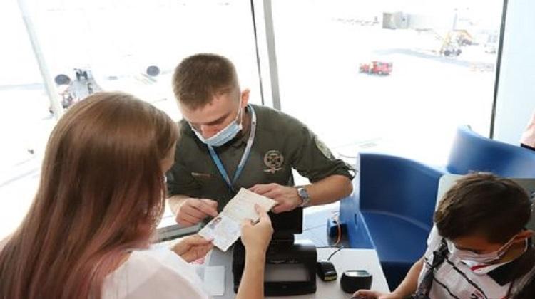 Кабмин временно закрыл въезд в Украину для иностранцев