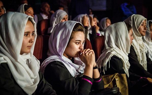Афганских женщин принуждают к браку с целью покинуть страну - CNN