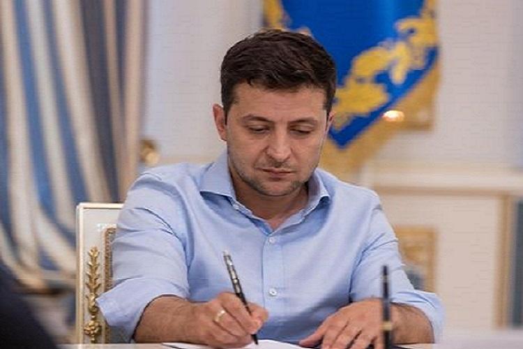 Зеленский подписал закон о запрете пластиковых пакетов