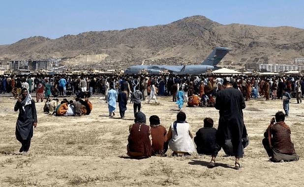 Ряд стран призвали граждан покинуть аэропорт Кабула из-за угрозы теракта