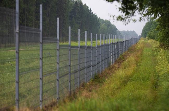 Литва начала строительство стены на границе с Беларусью