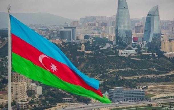 Азербайджан вводит военное положение