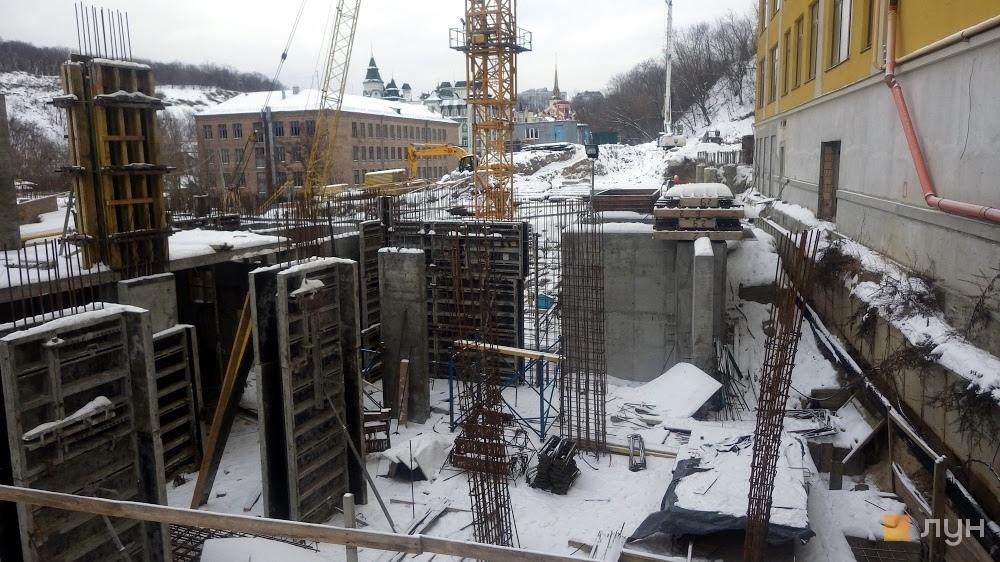 У центрі Подолу продовжується скандальне будівництво багатоповерхівки на небезпечних схилах місцевого заповідника (розслідування)