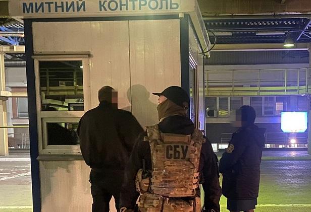 СБУ на взяточничестве поймала львовских таможенников