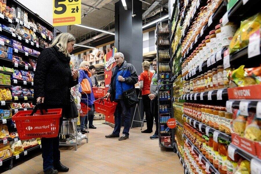 Затраты украинцев на покупки в Польше опустились до минимума