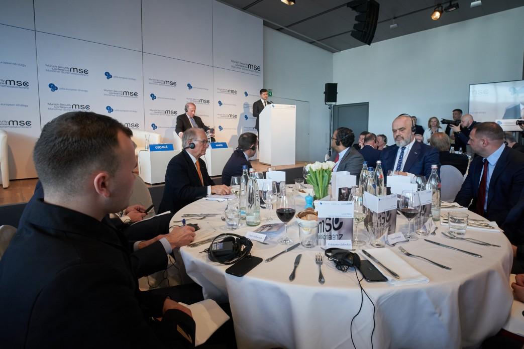 Зеленский позвал иностранный бизнес на Донбасс восстанавливать инфраструктуру