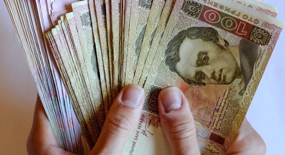 Средняя зарплата в феврале выросла на 212 гривен – Госстат