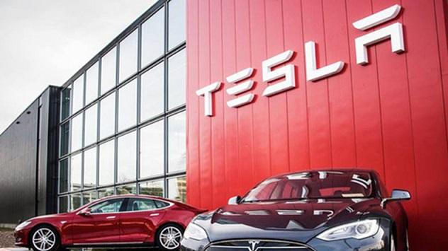 Tesla выплатит $137 млн бывшему работнику