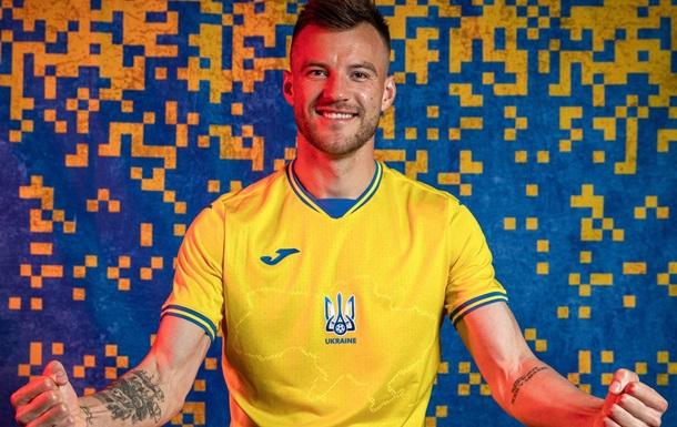 УЕФА обязал убрать с формы украинской футбольной сборной надпись