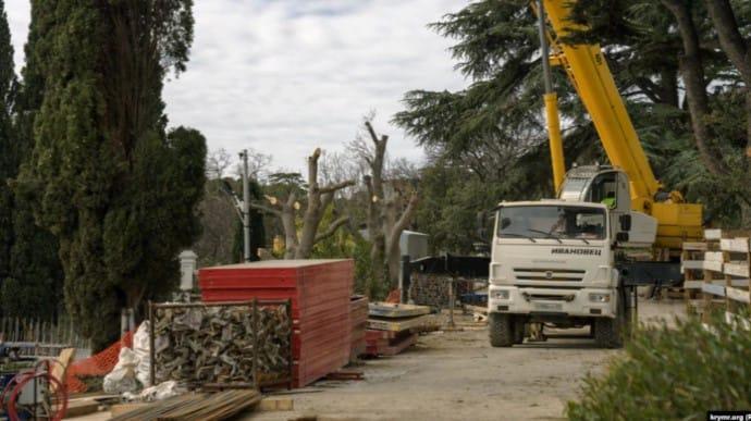 В Крыму уничтожают уникальный Форосский парк