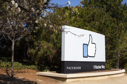 Facebook и Google займутся укладкой подводных интернет-кабелей