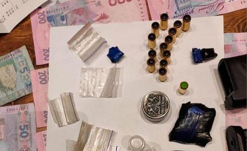 В Полтаве разоблачили наркогруппировку, которая продавала наркотики через соцсети