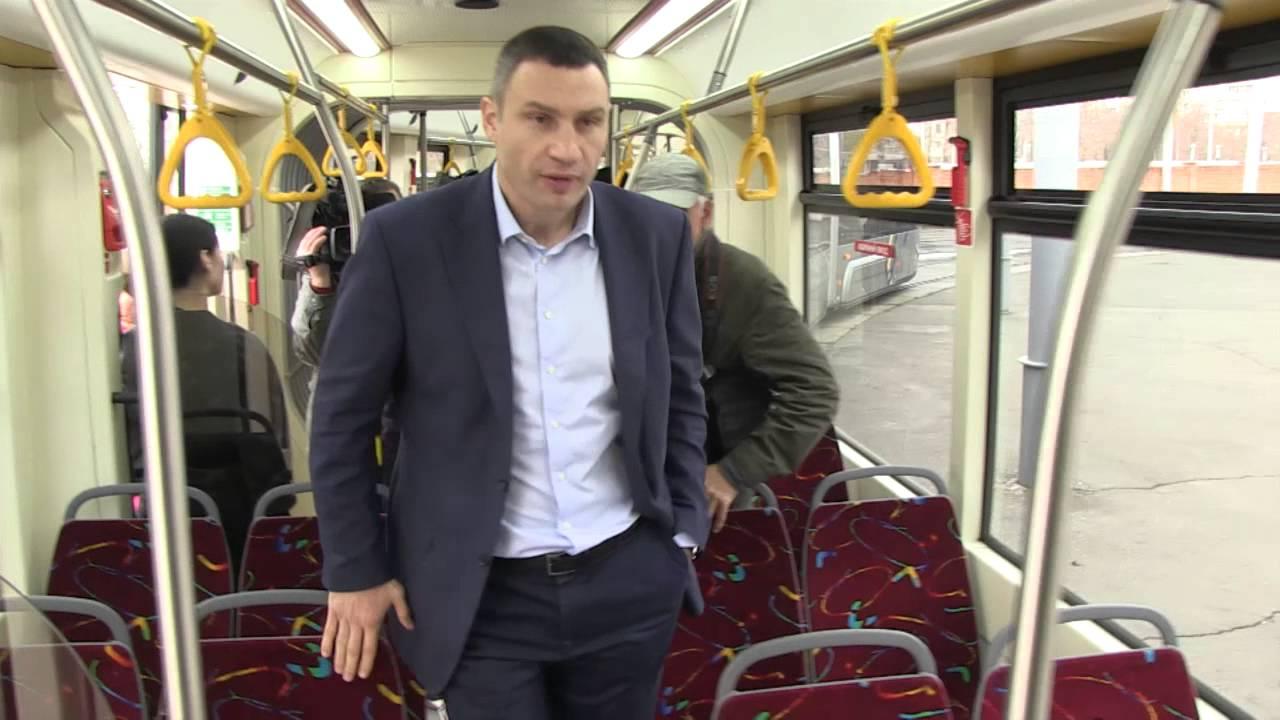 Мэр Киева проконтролировал ремонт скоростного трамвая