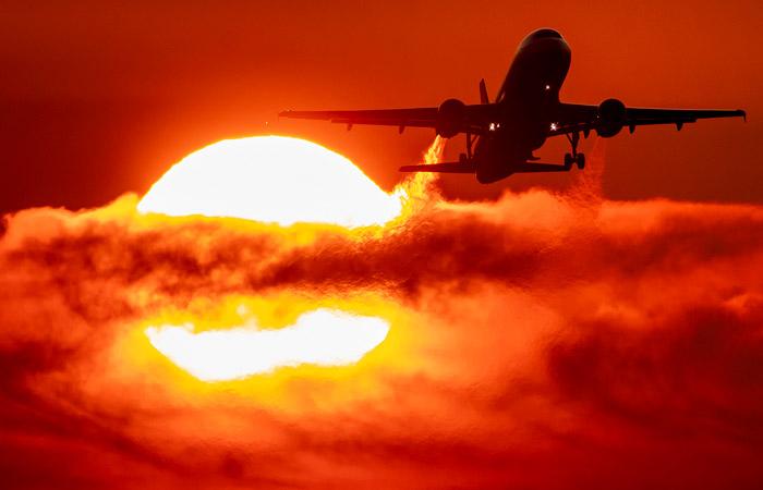 В июне количество авиаперелетов в Украине сократилось почти на 90%