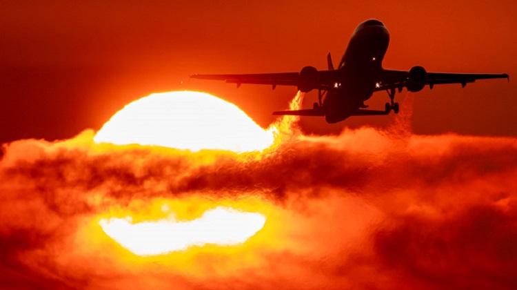 Украинский авиатрафик в октябре снизился на 56%