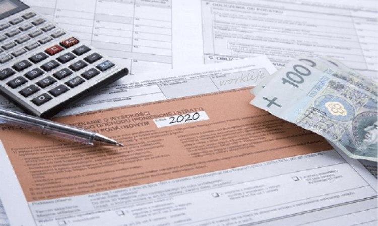 Более полумиллиона украинцев платят налоги в Польше