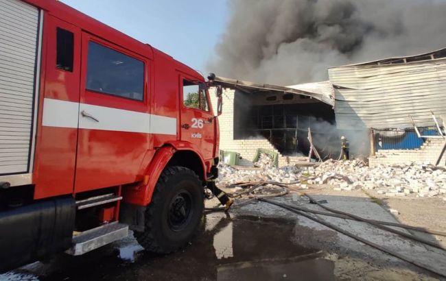 В Киеве масштабный пожар, горят склады