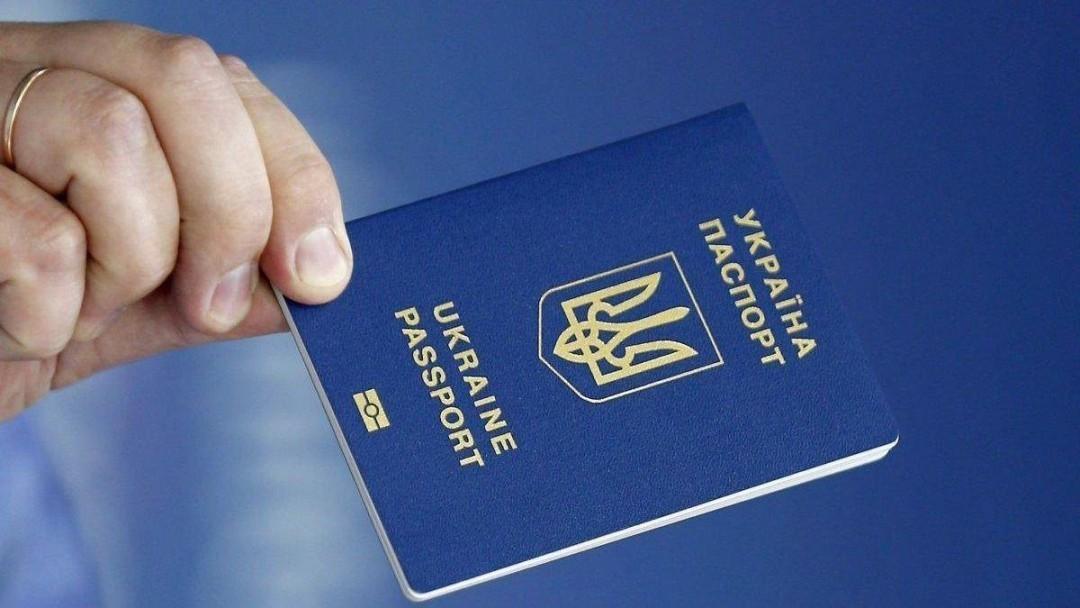 Украинцы смогут ездить в РФ только по загранпаспорту