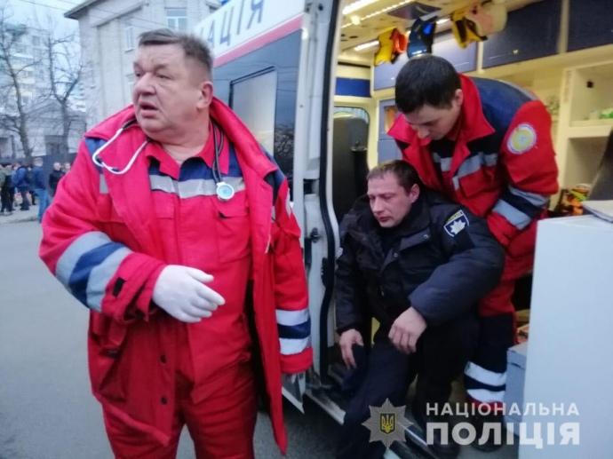 После столкновений в Киеве и Черкассах пострадали более 20-ти копов