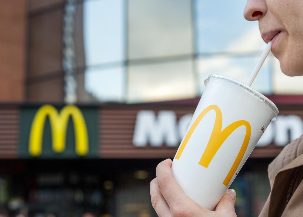 Украинский МакДональдз полностью отказался от пластиковых стаканов