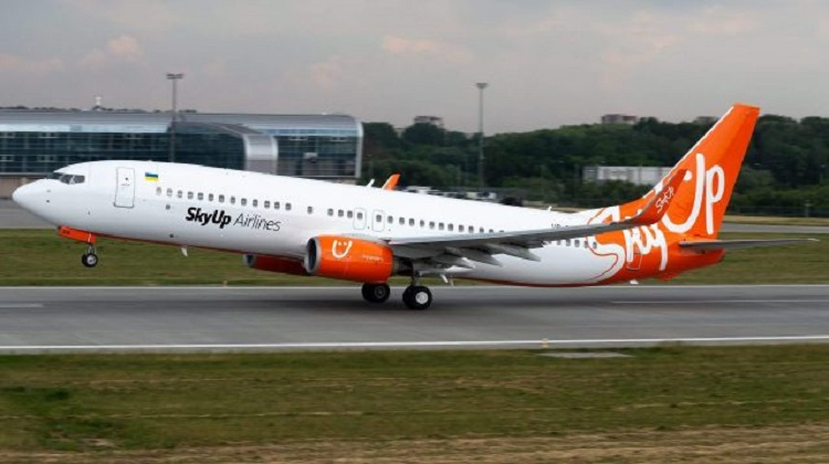 SkyUp за год на четверть сократила перевозки