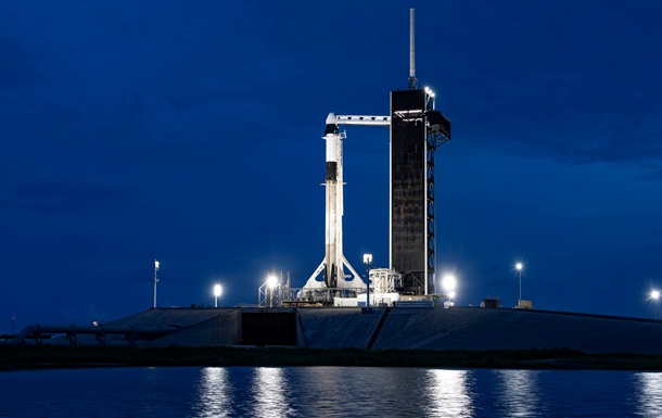 SpaceX опубликовала первые фото гражданского экипажа в космосе