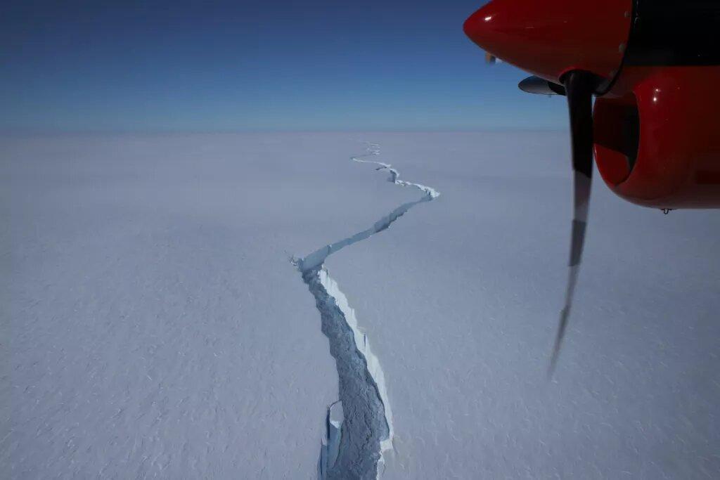 Команда дослідницької станції Галлей на крижаному шельфі Бранта зробила аерофотознімок тріщини на Північному Розломі в січні 2021 року (Фото: команда Галлея/Британське антарктичне дослідження)