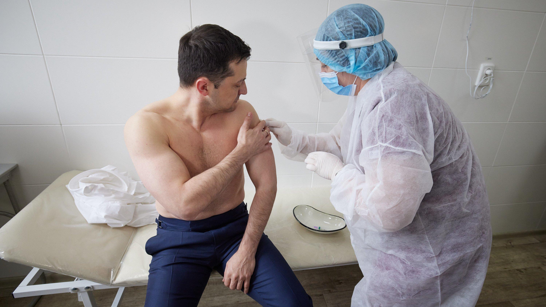 В мире сделано почти 300 млн прививок от коронавируса