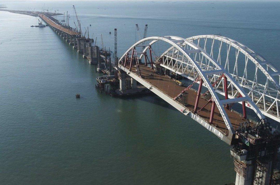 Кабмин введет санкции против компаний-строителей Керченского моста